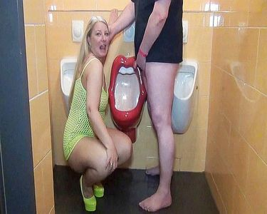 On A Hamburger Men's Loo, Served As A Living Urinal!