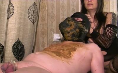 Mistress Roberta - Diarrhea Feeding On A Massage Bench