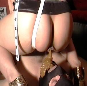 Sucking And Cumming On Shitty Strapon